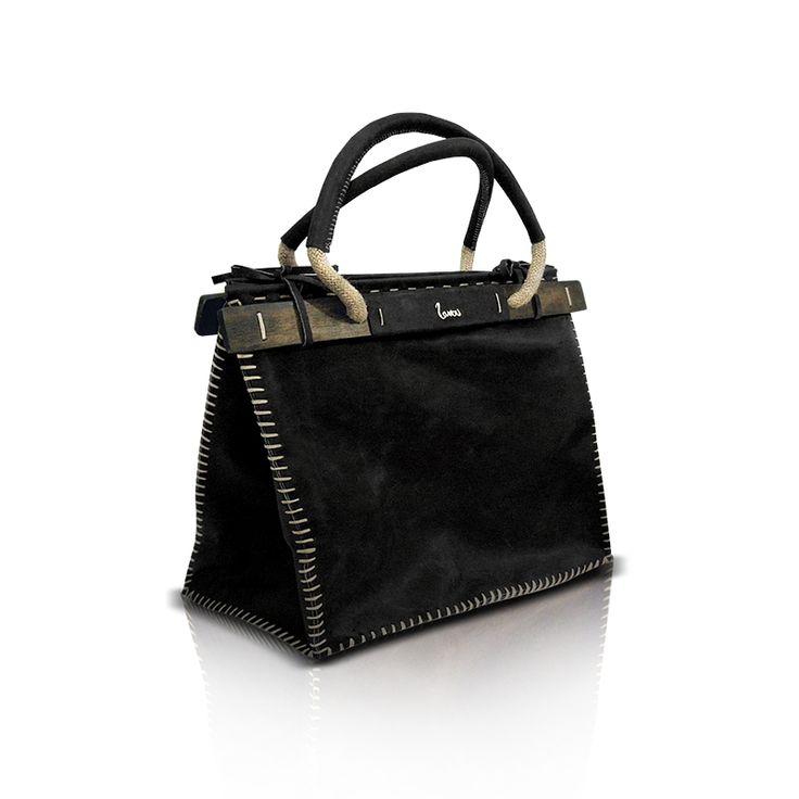 black handmade leather bag! http://larou.gr/product/zerotwo17/