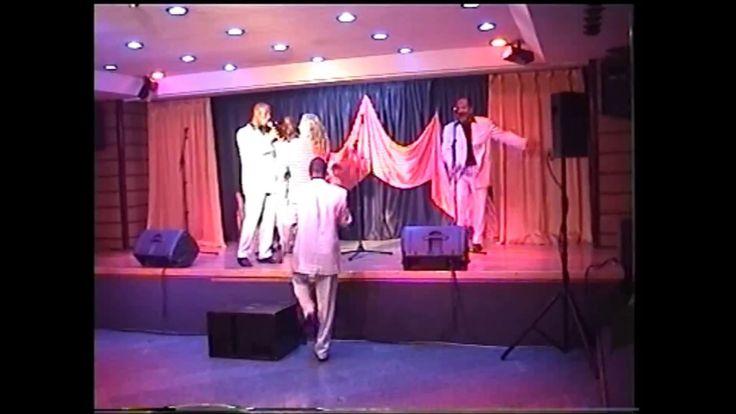 My Girl | The Temptations Cover Song der Gruppe The Temptations der 1964 von Smokey Robinson und Ronald White für das Label Motown geschrieben wurde und 1965 ein Nummer-eins-Hit in den amerikanischen Billboard Hot 100 war.  Der Song gehört zu den bekanntesten der Temptations. Die Inspiration zum Lied geht auf die Gattin von Robinson Claudette Rogers Robinson zurück. Der Song wurde auf dem Album The Temptations Sing Smokey veröffentlicht.  Das Lied wurde in der Weihnachtszeit 1964…