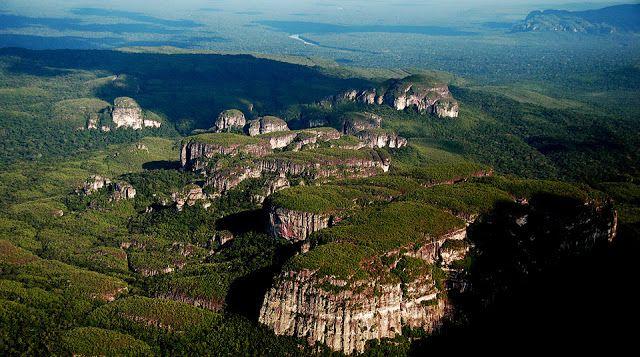En Colombia  existen lugares paradisíacos  inexplorados que son de gran belleza y de enorme significado para el ser humano. Vivir cerca y e...