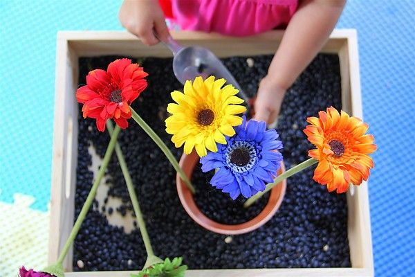 Black bean/ flower arranging sensory tub (and a great indoor alternative to the sandbox on a rainy/snowy day!)