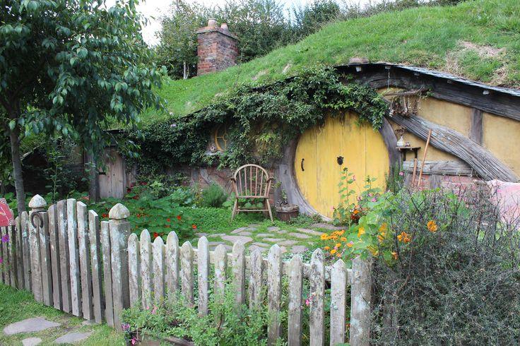 Hobbiton | hole window and pots hobbit hole of hobbiton hobbiton sign