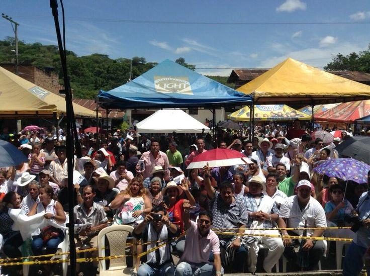 Viotá, Cundinamarca, recuerdan el tránsito a la seguridad, era dominada por Farc.  Óscar Iván de una sola palabra pic.twitter.com/yPxTJnMPhk