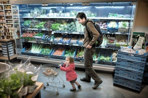 Artikel Vrij Nederland. 5 mythen biologisch voedsel: 1 = onbespoten; 2 = gezonder 3 lokaal is beter 4 = voor iedereen 5 = lekkerder