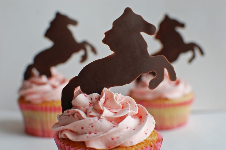 Horse cupcake - made with Wilton candy melts. Easy to do with any image.