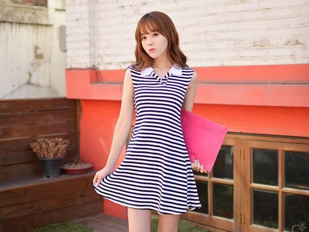 ชุดเดรสสั้นลายขาวดำ แขนกุด คอปก เอวเข้ารูป กระโปรงบาน น่ารัก http://www.fashiontooktook.com/product/3167/
