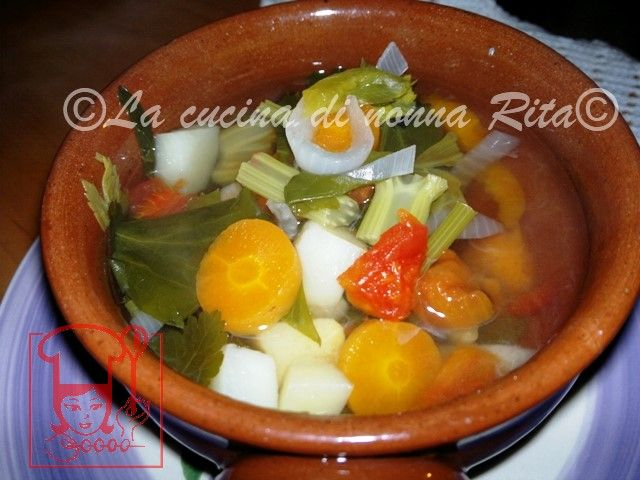 Brodo vegetale fatto in casa - Home made | La cucina di nonna Rita