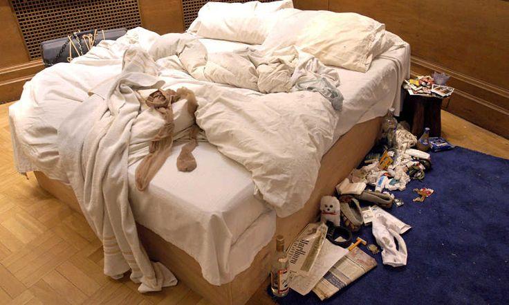 My bed, di Tracey Emin (1998) Più che un letto, una placenta dentro cui l'artista ha vissuto uno dei periodi più bui della propria esistenza, fatto di depressione, alcolismo e sesso libero. Opera finalista al Turner Prize del 1999, nel 2014 è stato venduto per 2,5 milioni di sterline