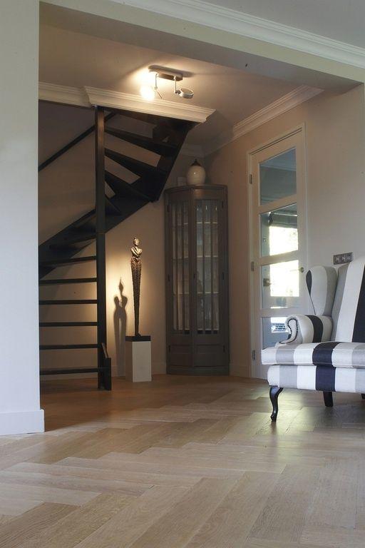 Visgraat patroon op de vloer. Info over afmetingen en mogelijkheden : www.verhaagparket.nl