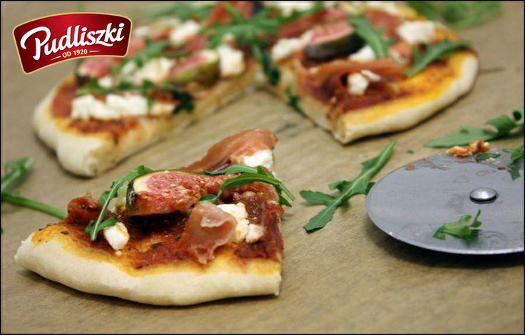 Pizzetty z figami, prosciutto, kozim serem i rukolą. #pizza #rucola #ser # przepis #obiad #pudliszki