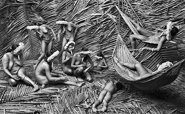 Mulheres da tribo Zo'e, foto do projeto Gênesis, de Sebastião Salgado