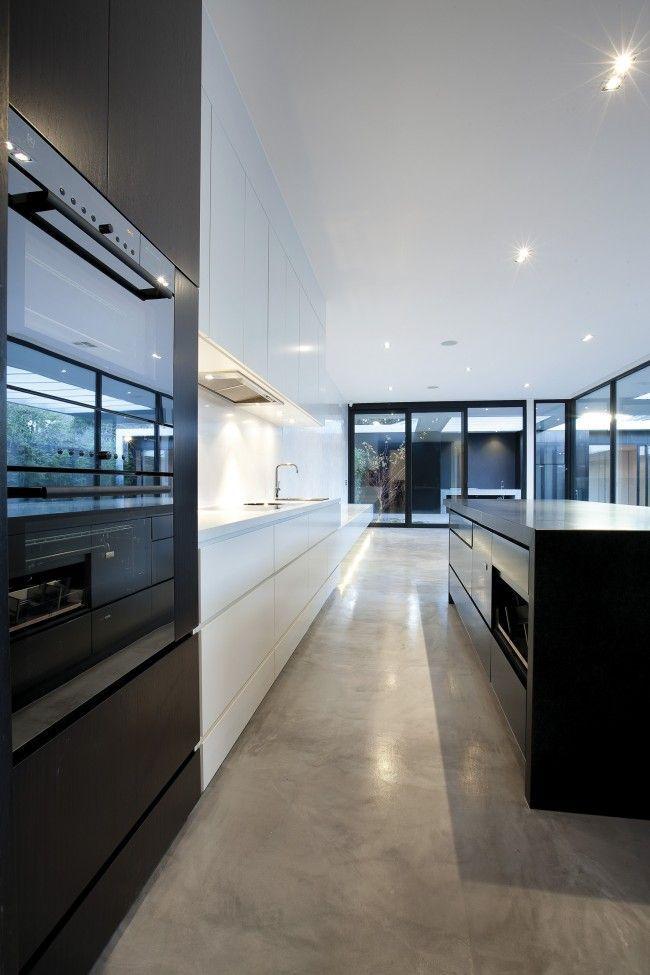A canny renovation in Kew   Designhunter - architecture & design blog אי שחור ומטבח לבן