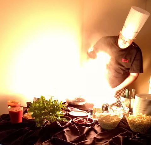 Lubicie LIVE COOKING w wykonaniu naszego Szefa Kuchni? ... Pikantne krewetki prosto z patelni... @ Maranello Hotel & Restaurants :) http://www.maranello.pl/