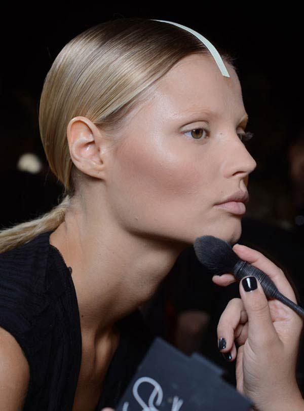 Ακολουθήστε τα βήματα μας για να πετύχετε μια τέλεια βάση μακιγιάζ..! #makeup #makeuptips #beauty #gals