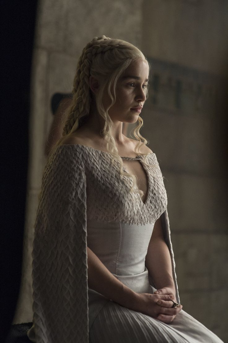 241 best the mother of dragons images on pinterest for Daenerys jewelry season 7