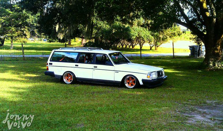 Volvo 245 by mwoodski. I'm lovin it!!!