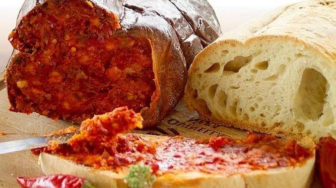 """La locanda Numistrano propone per questo fine settimana 3 serate dedicate alla nostra amata cucina calabrese. Venerdì 25 sabato 26 e domenica 27 maggio da noi potrai gustare ed assaporare le ricette ed i sapori di Calabria. La locanda propone il seguente menù:                    Antipasto:  - salumi e formaggi tipici,  - bruschettone di Tropea,  - sapori """"du boccacciu""""  - braciole da nonna.                    Primo:  - carbonara di Calabria ( bagnata dalla ndujja)…"""