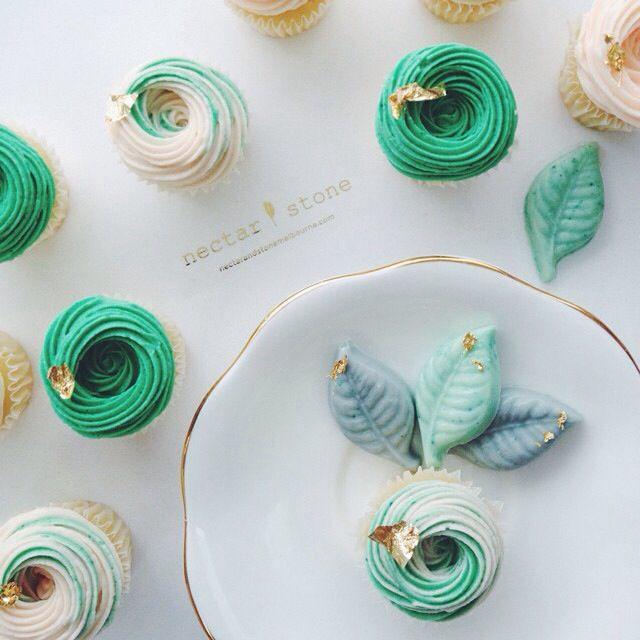 White + Green wedding color inspiration | Nectar and Stone instagram @nectarandstone