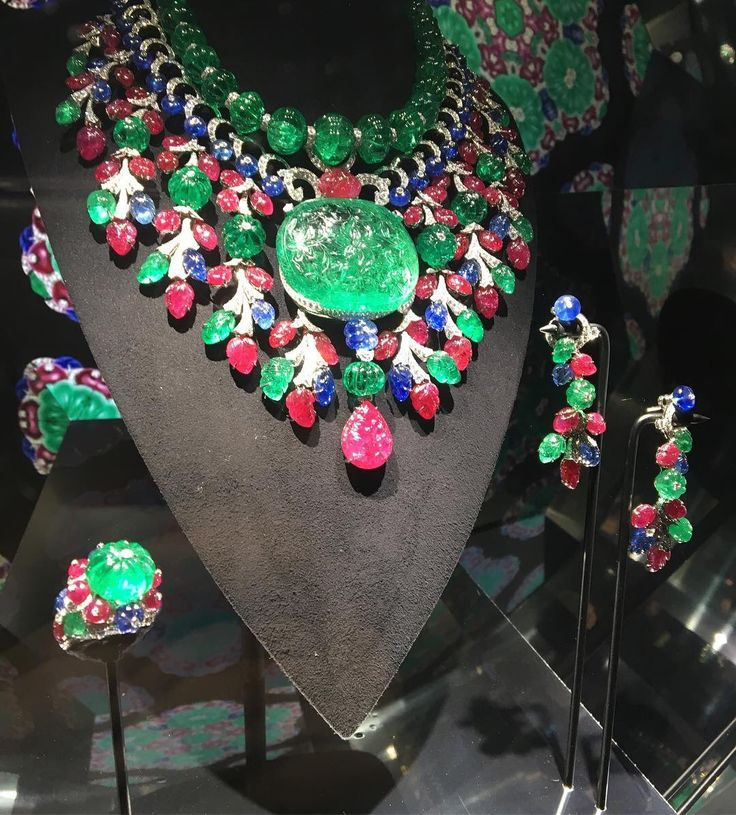 "CARTIER. ""Rajasthan"" Necklace - platinum, one 136,97- carat emerald from Colombia, emeralds, rubies, sapphires, brilliant-cut diamonds. Part of a gorgeous parure."