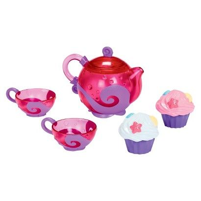 Unleash your child's imagination with the Bath Tea and Cupcake set from Munchkin. It features an easy-to-grasp pink teapot that rattles when it's empty. The two matching teacups include strainers for pour-through fun. Two frosted-cupcake squirters round out this entertaining set.