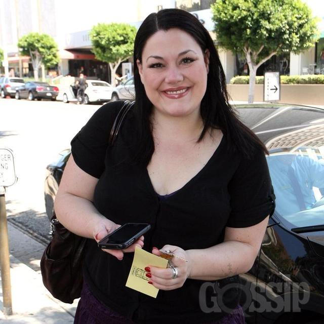 Curvy plus size actress Brooke Elliott - drop dead diva