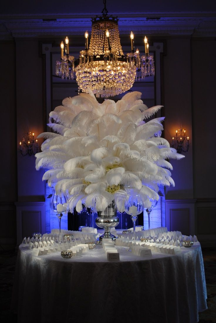 Centerpiece with feathers