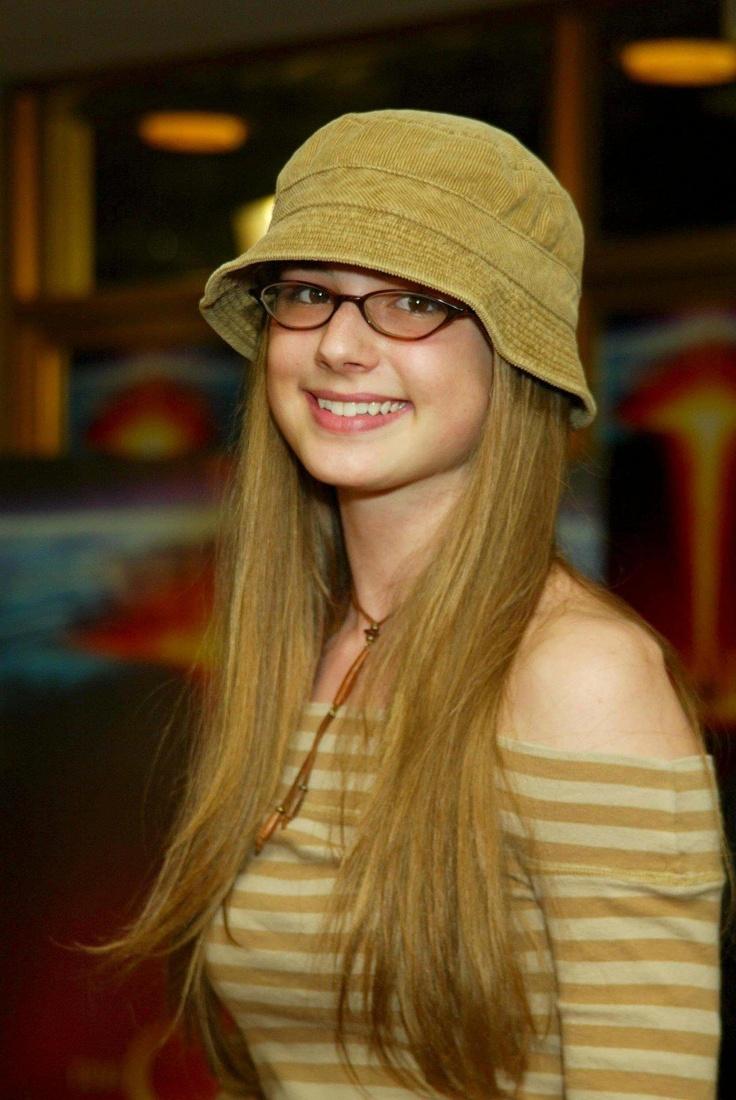 Emily VanCamp's so cute with glasses | Eye Glasses ...