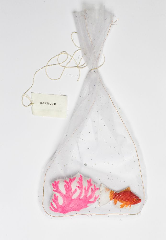Raymond le poisson en filet  Goldfish softie in its own decorative bag - fun accessory for a kid's room
