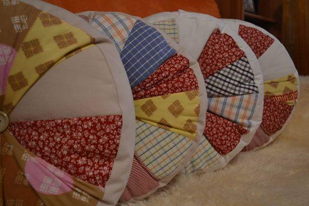 Round pillows set