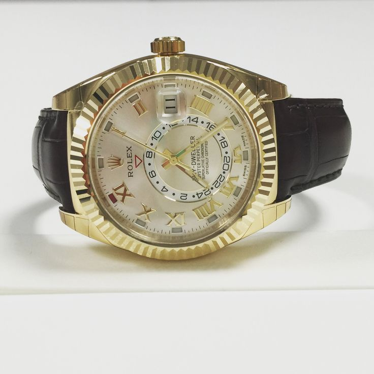 326138 Rolex Skydweller yellow gold leather