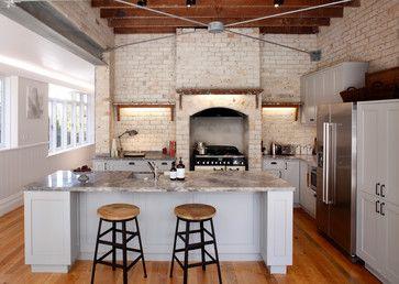Arbeitsplatten sind die am stärksten beanspruchten Teile in der #Küche Arbeitsplatten bilden die buchstäbliche Grundlage für jegliche Arbeiten in der Küche. Verschiedenen Belastungen ausgesetzt, sollte die Arbeitsplatte nicht nur solide und alltagstauglich sein, sondern auch ästhetisch ansprechend, da sie sofort ins Auge fällt. Erfahren Sie im folgenden Artikel, worauf Sie bei der Auswahl des Materials und dem Einbau der Arbeitsplatte achten sollten! Das passende Material für die…