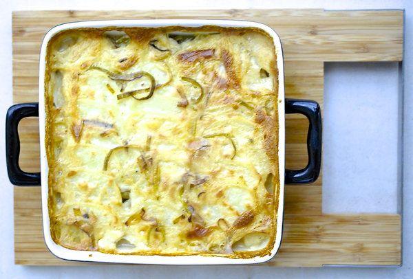 Zapiekanka z ziemniaków i porów pod beszamelem - Przepis - Onet Gotowanie