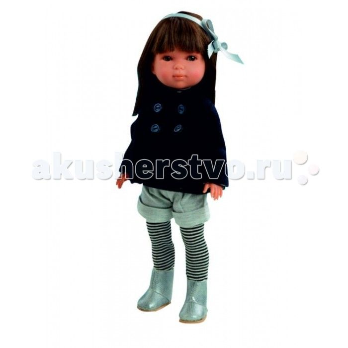 Vestida de Azul Карлотта брюнетка с челкой Осень Pret-a-porte  Vestida de Azul Карлотта брюнетка с челкой Осень Pret-a-porte - это эксклюзивная куколка поразит своим модным осенним образом в стиле высокой моды  и очаровательной внешностью.  Особенности: Красотка Карлотта в стильном наряде: полосатая водолазка и гетры, пальто в стиле милитари и серые шорты. Модный осенний образ куклы в стиле высокой моды pret-a-porte поможет сформировать вкус ребенка Милое личико куколки никого не оставит…
