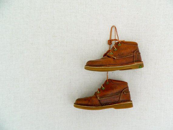 NEWSBOY . vintage toddler boy's boots . clarks . natural tan leather . etsyau wandarrah oz au australia . shoes size UK 7.5 F