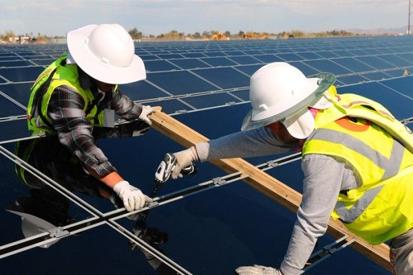 Two of what energy giant AGL says are the largest solar projects in Australia are set to proceed following a final investment decision by the company.