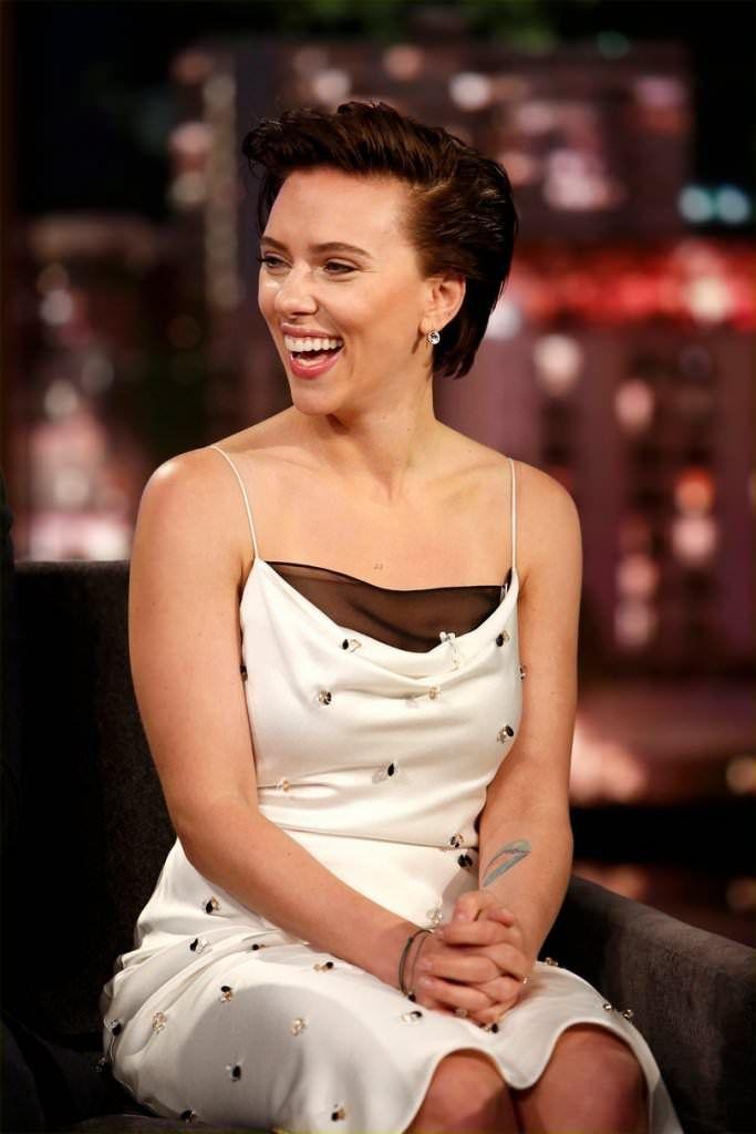 Scarlett Johansson Wears Beladora Antique Paste Earrings While Filming Jimmy Kimmel Live Celebrities Scarlett Johansson Scarlett Johanson Scarlet Johansson