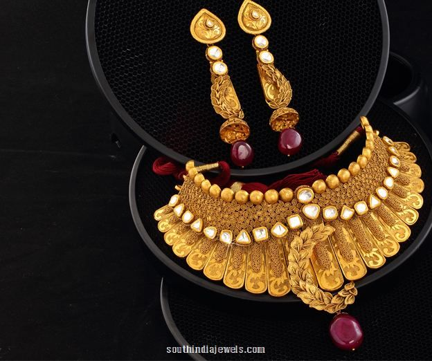 http://rubies.work/0392-sapphire-ring/ Gold Choker Necklace and Earrings Design from Josalukkas