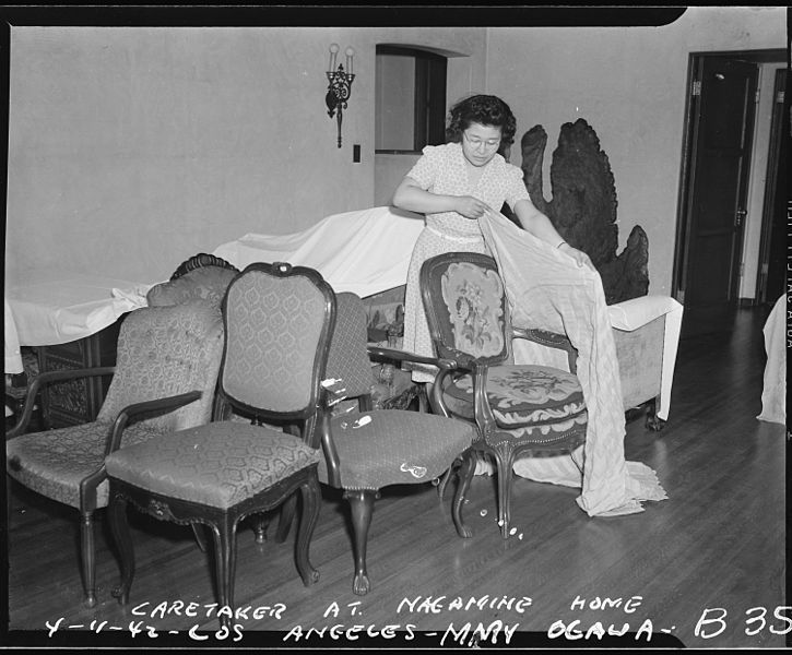 Caretaker, Mary Ogawa, making preparations to close the Nagamine home, Los Angeles, California, 11 April 1942, public domain via Wikimedia Commons.