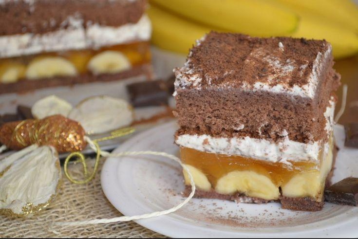 Pokud máte rádi banánové zákusky, určitě si tento recept uložte a v co nejbližším období upečte. Lahodné spojení chutí. Je sice na přípravu časově náročnější, ale o to více si ho vychutnáte.