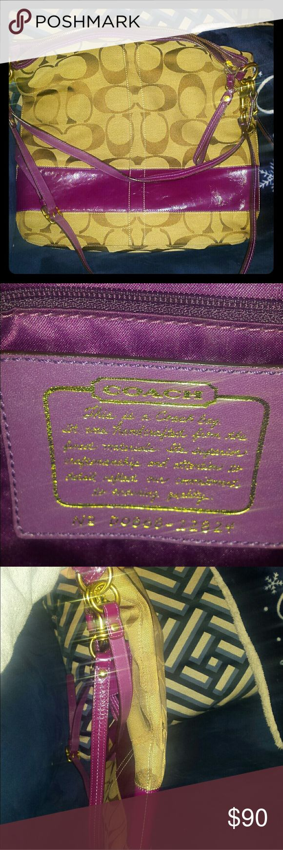 Authentic Signature Coach Messenger Bag Large, beautiful messenger bag, 3 ways to wear, removable straps, no rips or stains. Used a handful of times. Great condition! Coach Bags Crossbody Bags