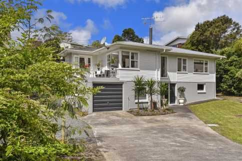 Big Family Home in the Mid $800,000 | 969m - Premium Real Estate