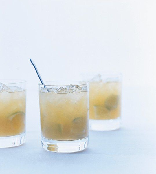 1½ oz. Casamigos Reposado tequila 3 oz. grapefruit soda ½ oz. fresh lime juice Pour over ice and garnish with a lime wedge.