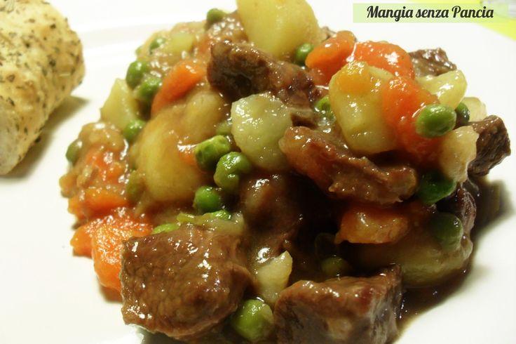 Mangia senza Pancia | Lo Spezzatino con patate e piselli leggero è un secondo completo, colorato, molto nutriente e quasi del tutto privo di grassi aggiunti