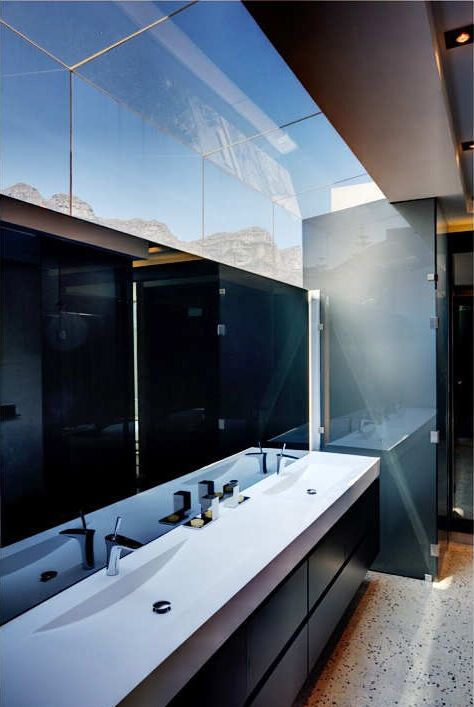 Image from http://www.modenus.com/blog/wp-content/uploads/2013/11/bathoom-skylight.jpg.