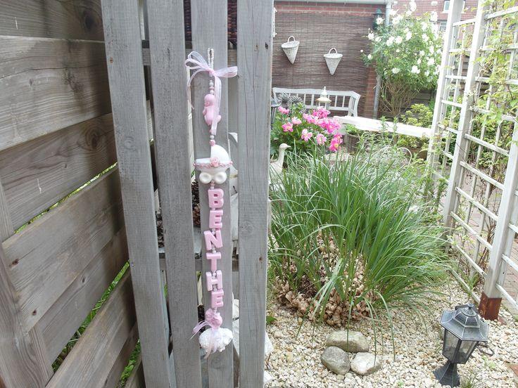 Baby ketting met de naam van het nieuwe babietjes een origineel en leuk kadootje, in elke kleur leverbaar