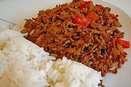 Arabisches Reiterfleisch 500 g Rinderhackfleisch oder gemischtes Hackfleisch 1 Ei 1 mittlere Zwiebel 1 grosse Gewürzgurke 1 geschälter frischer Apfel 4 EL Tomatenketchup 2 TL Meerrettich 1 Becher Joghurt Margarine oder Butter Silberzwiebeln 2 Tomaten 1 Dose Bohnen oder 500 g frische Buschbohnen 500 g geschälte Kartoffeln 1 Prise Zucker 1 TL Paprikapulver Salz frisch gemahlener Pfeffer