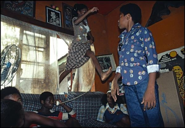 Bruno Barbey    NIGERIA.  Lagos. In the house of FELA Ransome Anikulap Kuti, famous Nigerian afro singer.