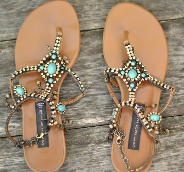 Über cute sandals ||