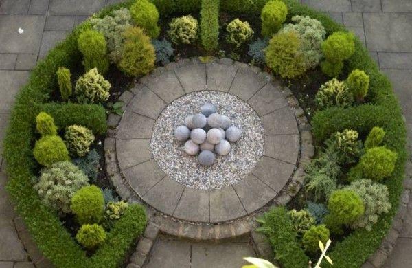 Circular formal garden design - L O V E !