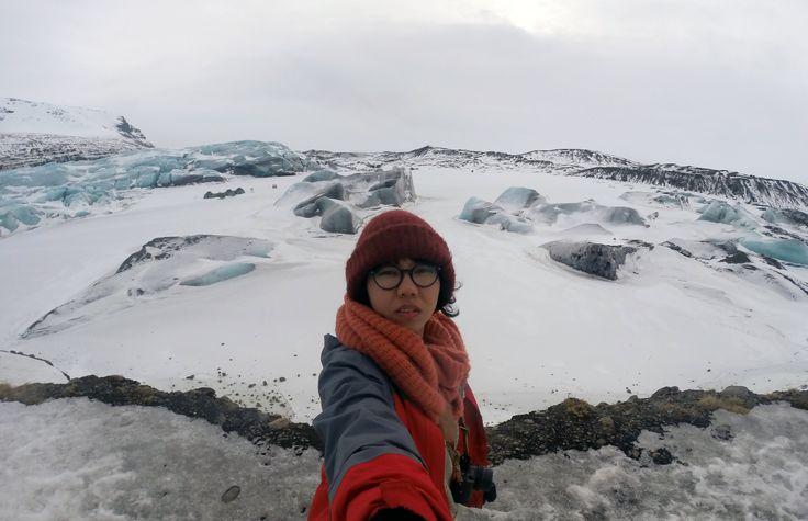 Saya pribadi punya mimpi ingin ke Iceland sebelum usia 30. Entah kenapa. Mimpi ini tercetus begitu saja dalam hati. Mungkin karena 30, kata beberapa orang, adalah awal dari hidup. Jadi, saya ingin …