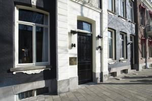 silver pumps dsw Ph Hotel Oosteinde   Amsterdam  Our adorably cozy  but spacious    34 home  34  during our stay in Amsterdam  Highly recommendable  I could go on and on